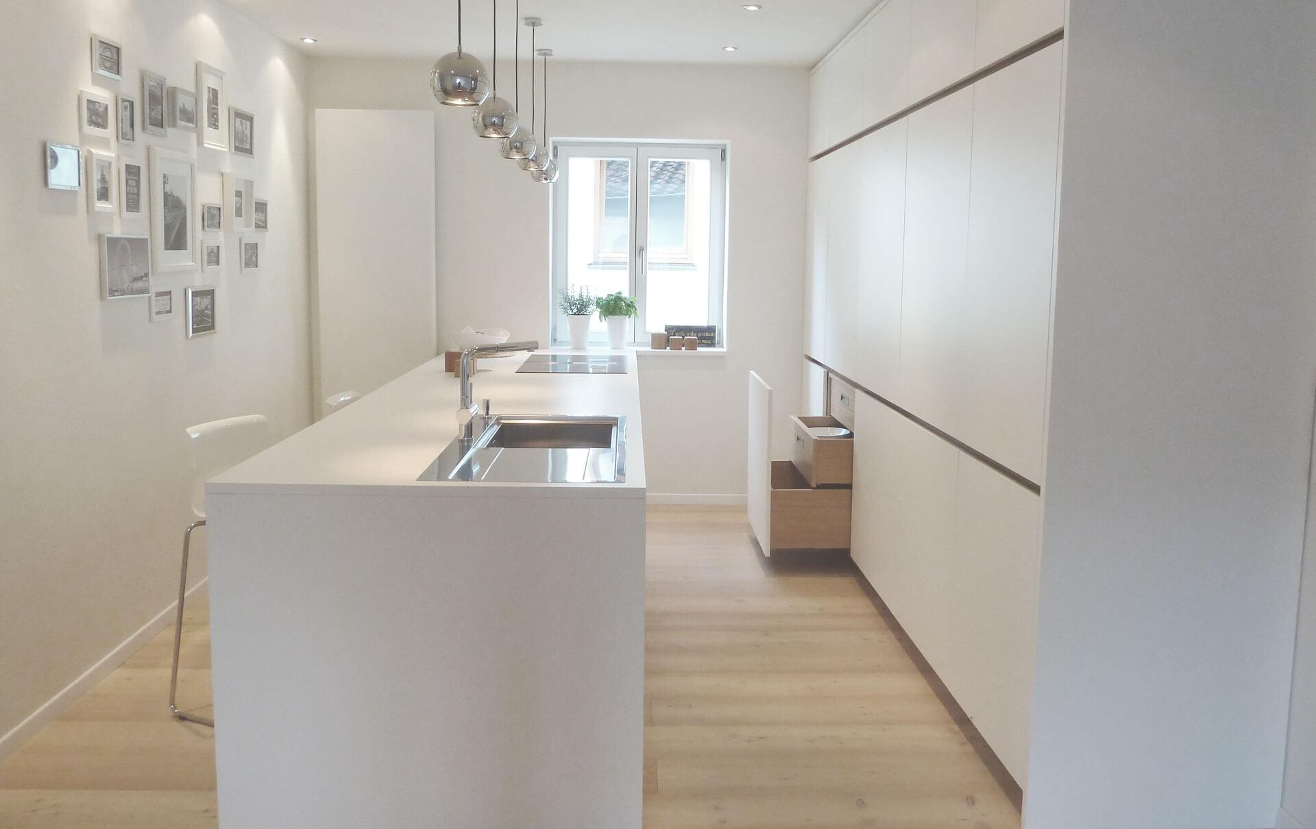 Küche in HPL / Eiche von Tino Skuthan, Schreinerei Weihenzell | {Kücheninsel mit sitzgelegenheit 80}