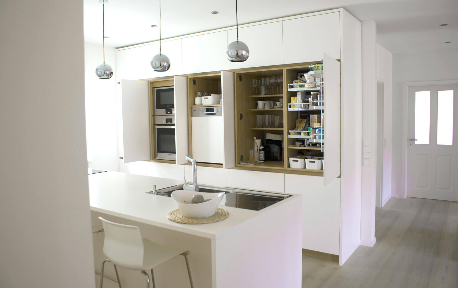 Küche in HPL / Eiche von Tino Skuthan, Schreinerei Weihenzell | {Kücheninsel mit sitzgelegenheit 91}