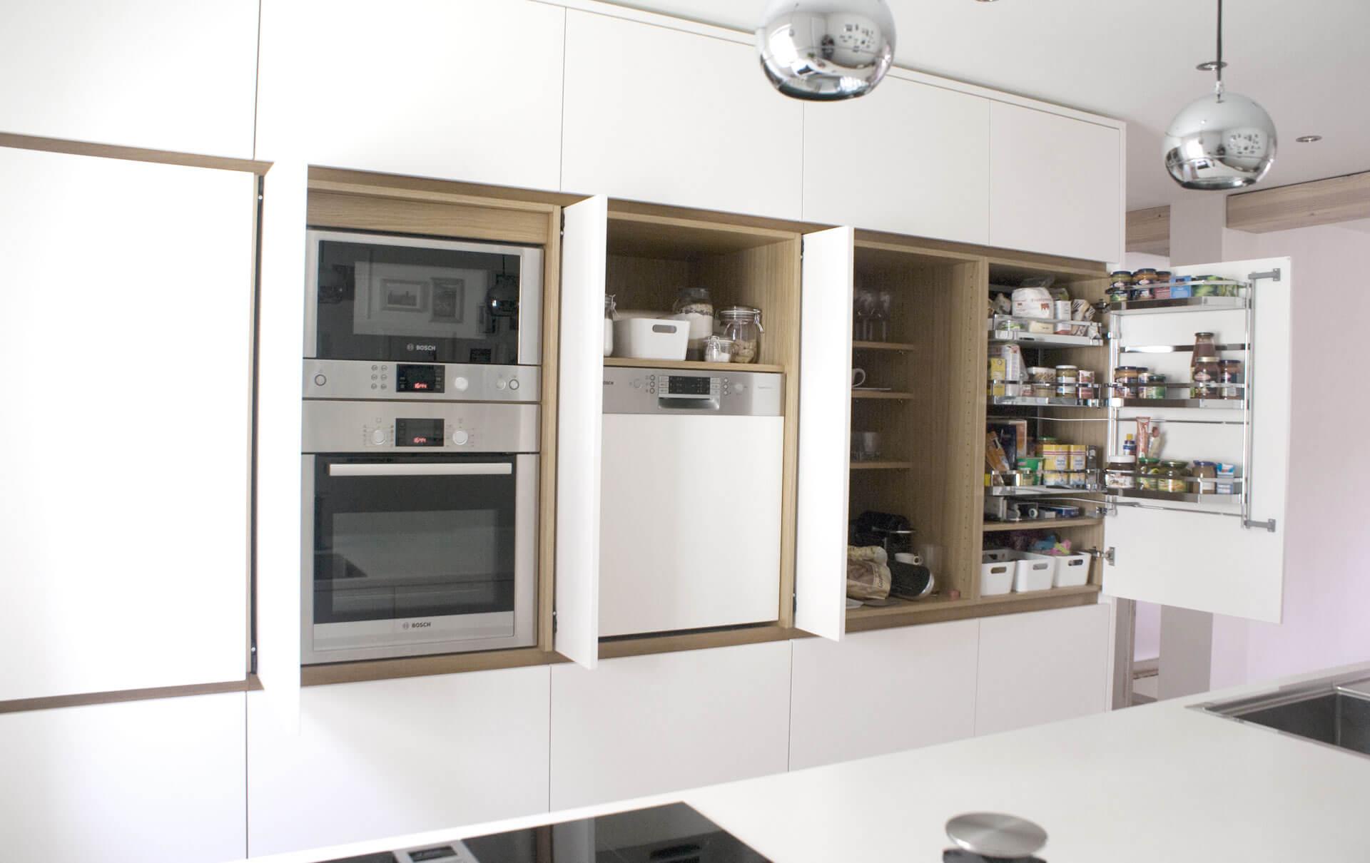 Küche in HPL / Eiche von Tino Skuthan, Schreinerei Weihenzell | {Kücheninsel mit sitzgelegenheit 56}